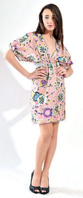 Kolekcja Imunzi: sukienka w kolorowe kwiaty