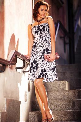 Kolekcja NIFE: sukienka w czarnobiale kwiaty